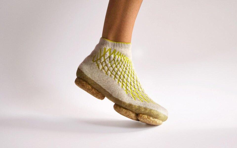 Немецкий дизайнер создала экологичные кроссовки изсобачьей шерсти игрибов