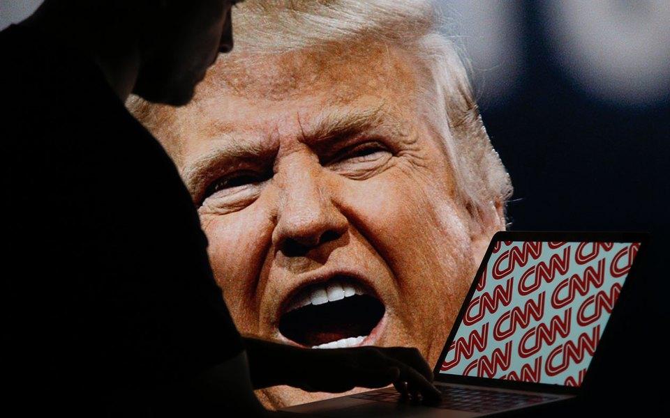 Дональд Трамп напал скулаками наCNN. Буквально