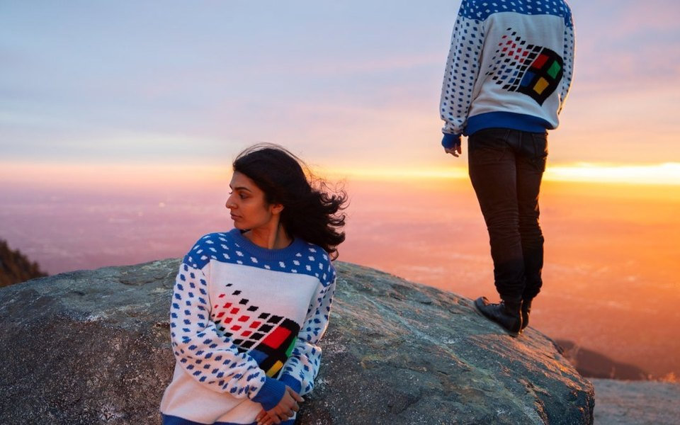 Microsoft выпустила рождественский свитер встиле Windows 95