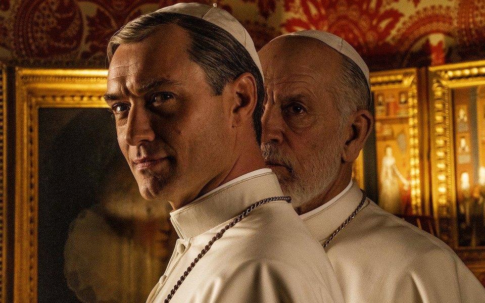 Джуд Лоу иДжон Малкович впервом официальном кадре со съемок «Нового папы»