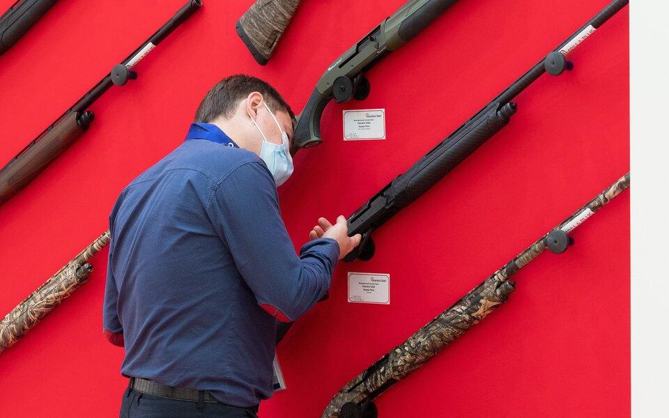 В Госдуму внесли законопроект об ужесточении правил покупки оружия. Он подразумевает внеплановые медосмотры