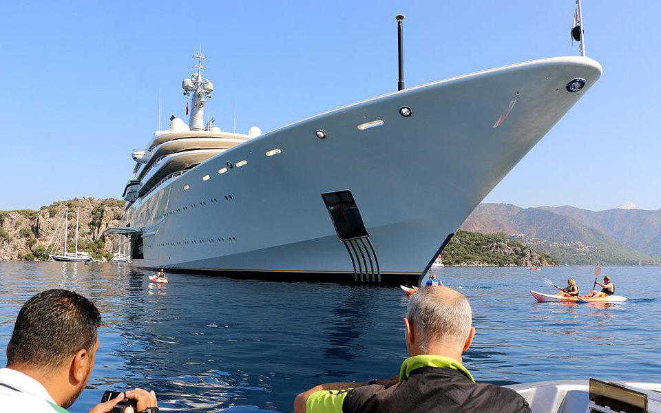 50 яхт миллиардеров собрались на Рождество на одном острове в Карибском море