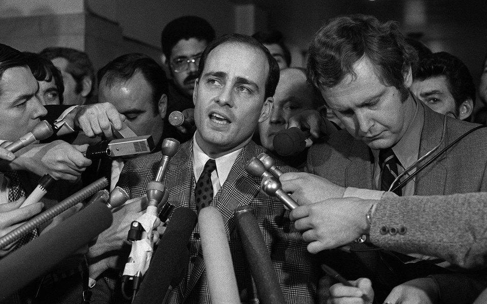 «Helter Skelter: правда оЧарли Мэнсоне»: что нужно знать окниге прокурора Бульози, описавшего один изсамых громких процессов XX века