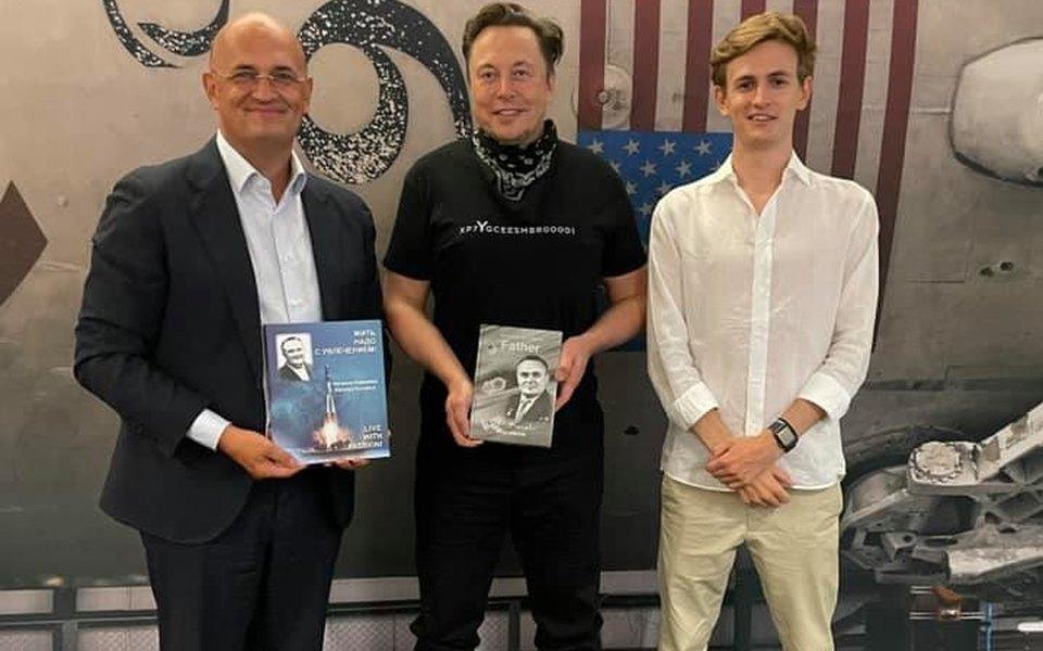Илон Маск пригласил внука Сергея Королева на личную встречу и провел для него экскурсию по SpaceX