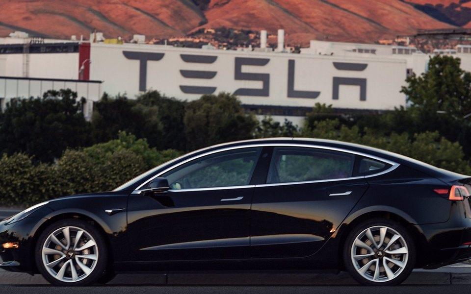 Илон Маск показал новую Tesla Model 3 всвоем Twitter