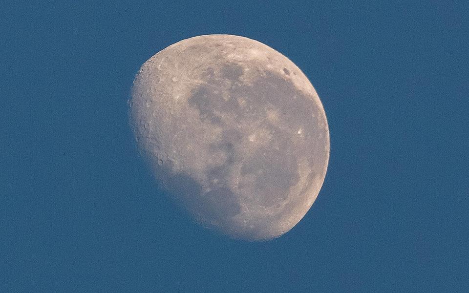 NASA запретило космонавтам драться и мусорить на Луне