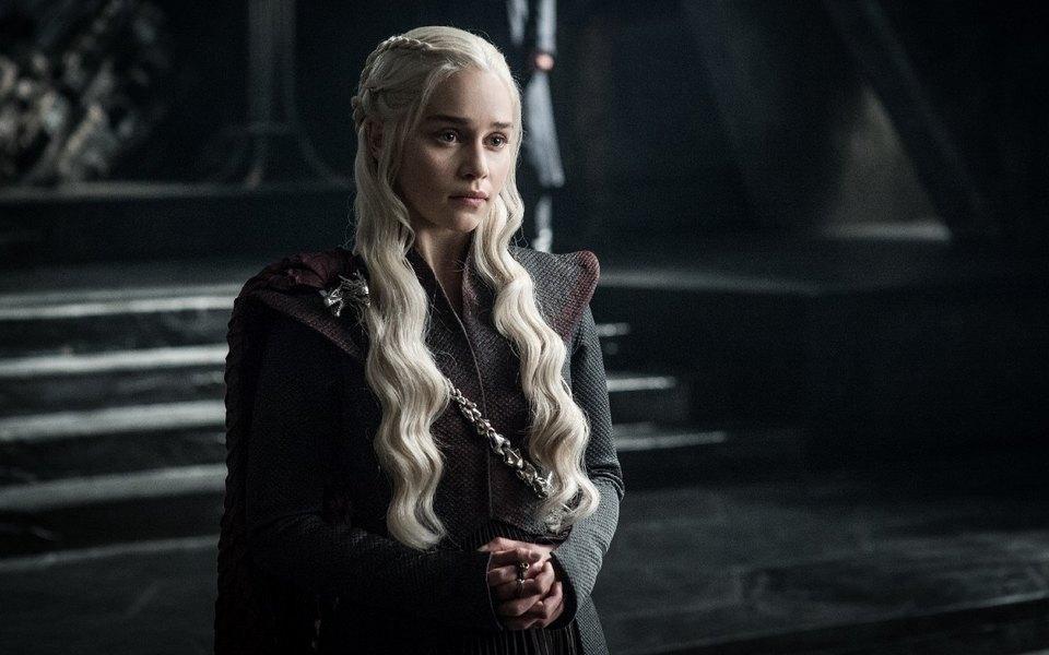 Фанаты «Игры престолов» начали сбор средств наблаготворительность вчесть Эмилии Кларк