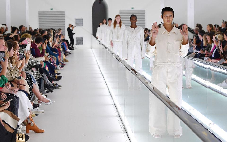 Падение хрустального замка Victoria's Secret, экология имужчины вюбках: главные модные итоги 2019-го