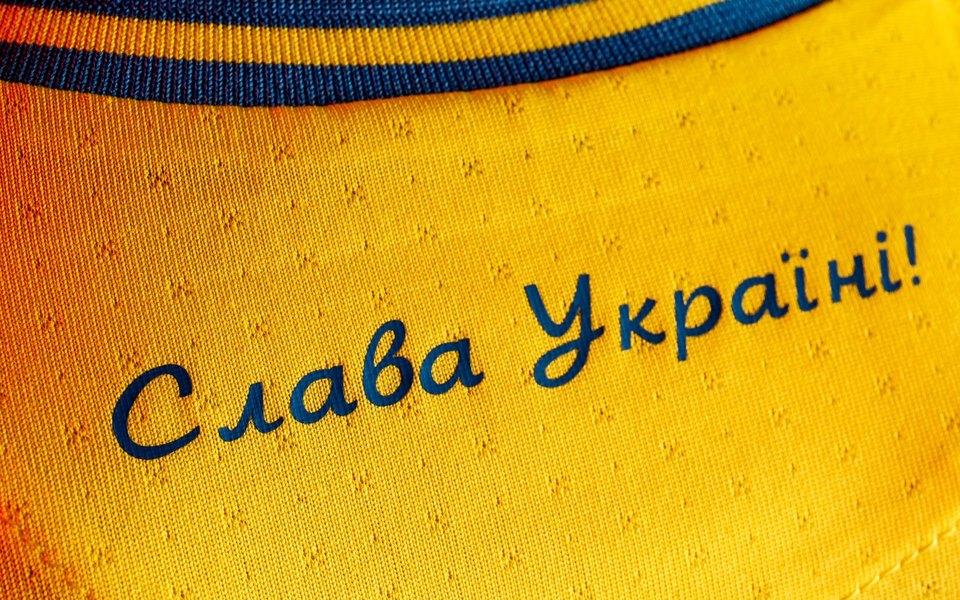 Фразы «Слава Украине!» и «Героям слава!» сделали официальным лозунгом сборной Украины по футболу после претензий УЕФА