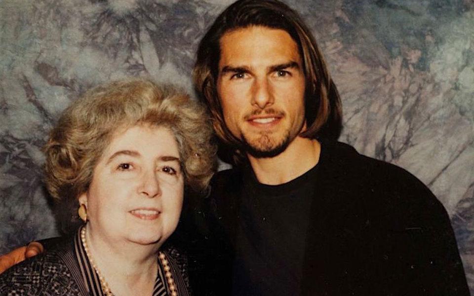 Неизвестная женщина умудрилась в1990-е сфотографироваться ссотней голливудских звезд. Ее фотоальбом случайно нашли вбельгийском магазине