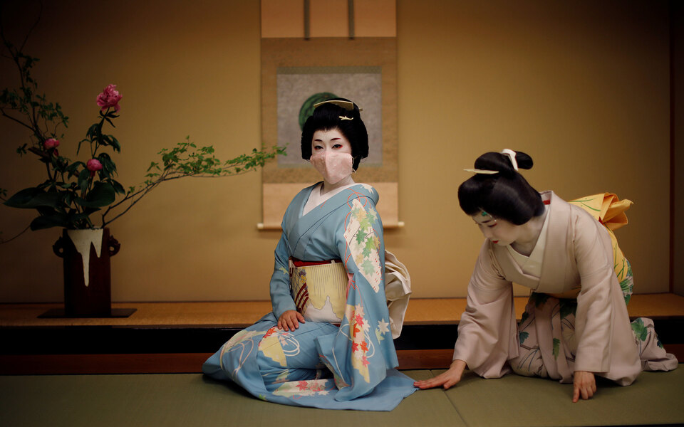 Фотоистория: как японские гейши борются завыживание во время пандемии коронавируса