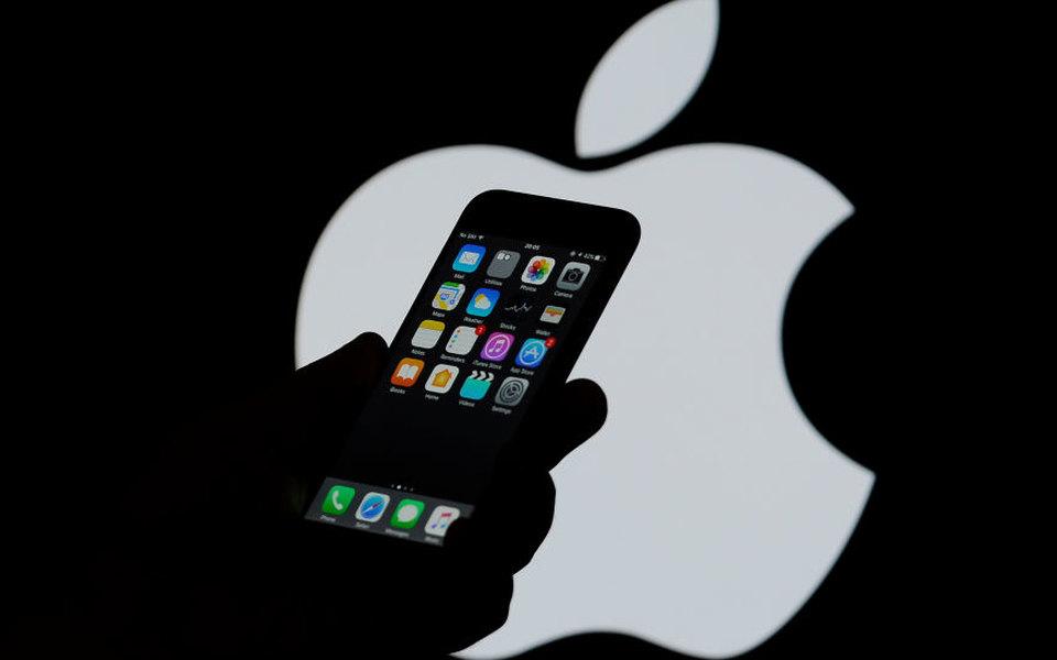 Apple принесла извинения ипообещала перестать замедлять iPhone