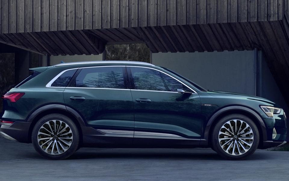Audi представили свой первый электромобиль. Он произведен экологичным способом