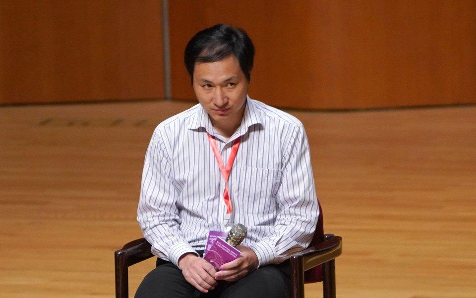 В Китае к3 годам тюрьмы приговорили ученого, который отредактировал ДНК двоих детей