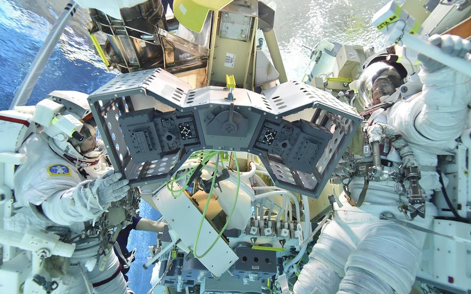NASA выселит роботов с МКС в специальный