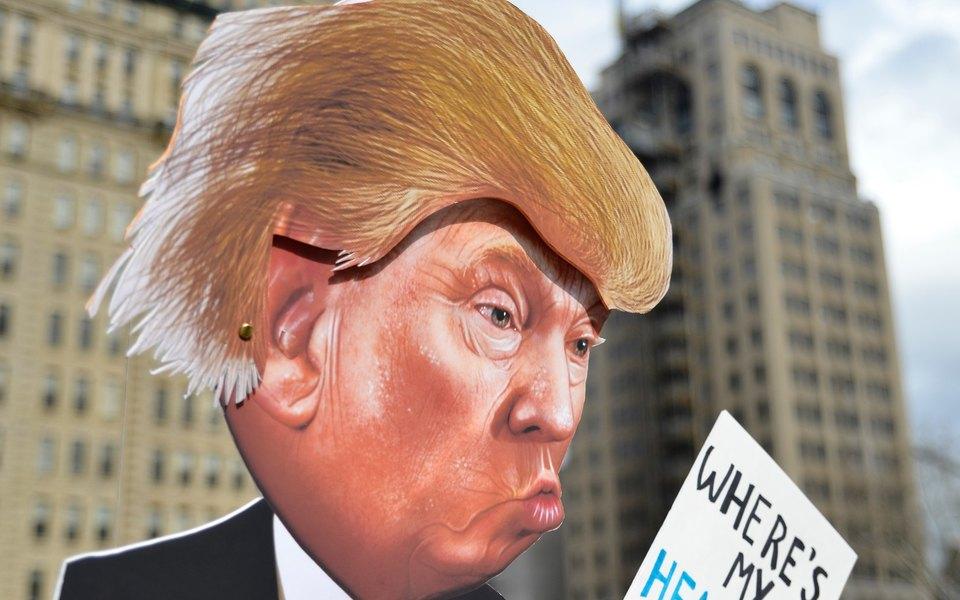 У Трампа нашли поддельные выпуски Time сним наобложке. Time возмущены. The New Yorker шутит