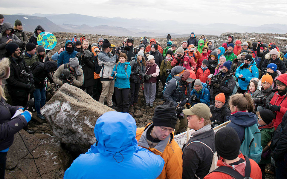 В Исландии «похоронили» 700-летний ледник. Он растаял из-за изменений климата