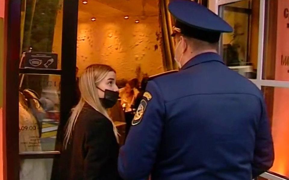 Полиция в Gucci shop & bar