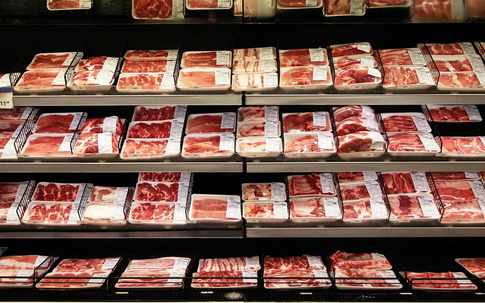 РБК: россияне стали меньше покупать мясо из-за роста цен нанего