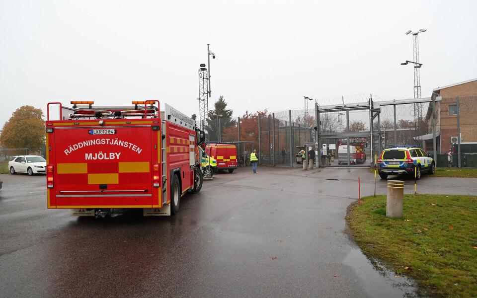 В Швеции заключенные взяли в заложники 2 надзирателей и потребовали 20 пицц