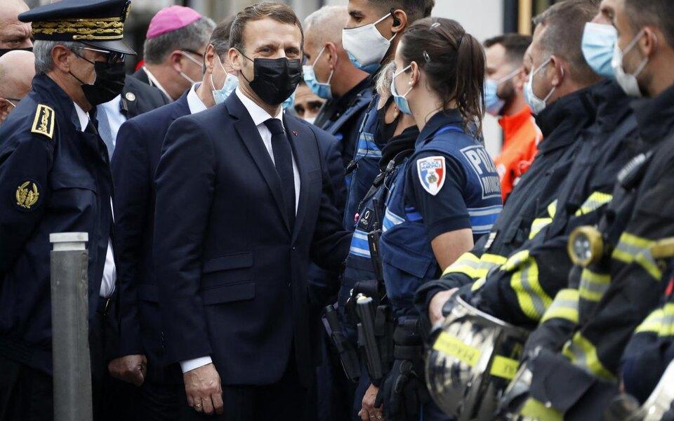 Макрон распорядился вывести наулицы Франции досеми тысяч военных нафоне теракта вНицце идругих нападений