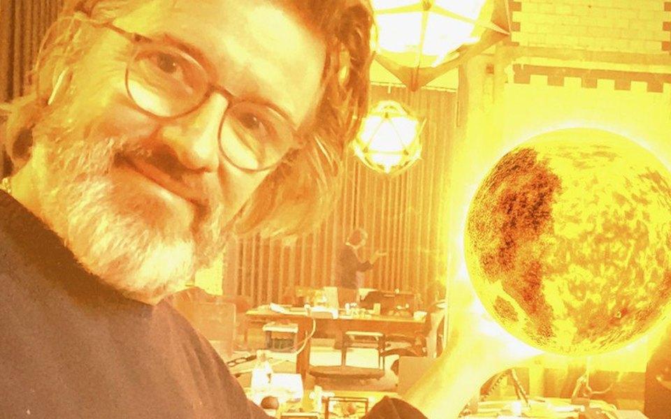 Художник Олафур Элиассон создал кунсткамеру вдополненной реальности. Там есть солнце, тучи ирадуга