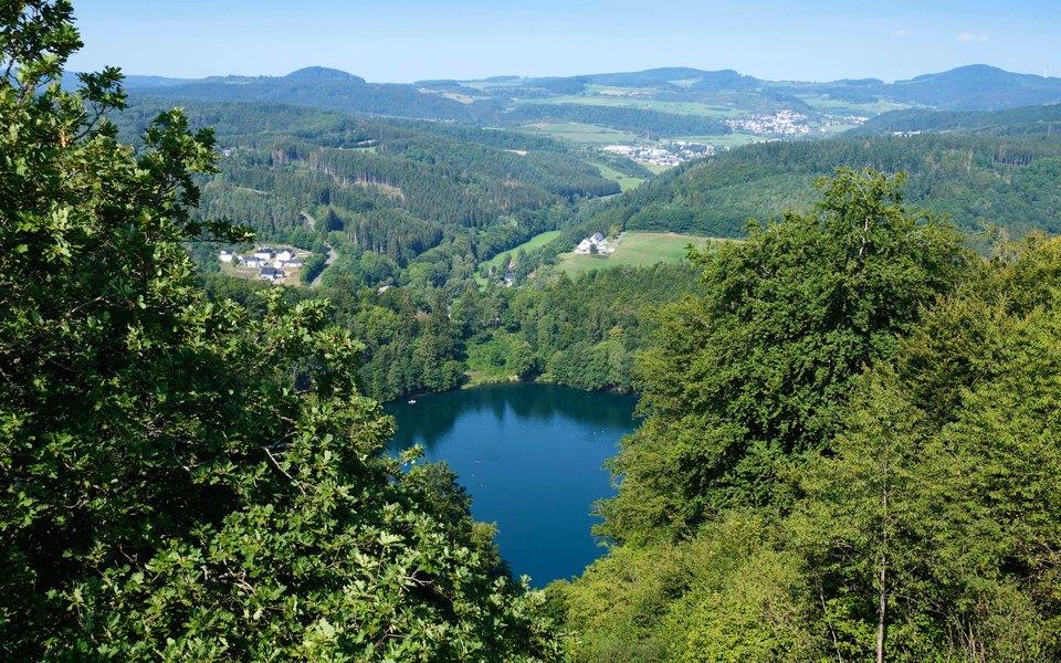 В Германии проснулся древний подземный вулкан. Последний раз он извергался 13 тысяч лет назад