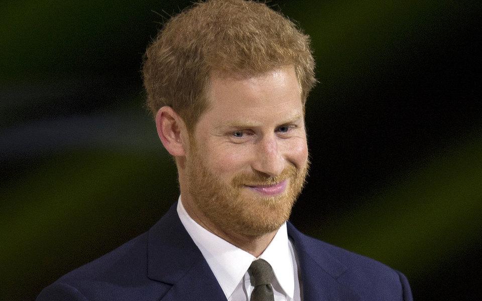 Принц Гарри выпустит мемуары о жизни в королевской семье