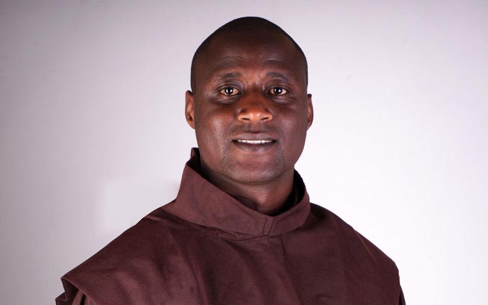 Лучшим вмире учителем признан преподаватель изКении. Он тратит большую часть своей зарплаты научеников
