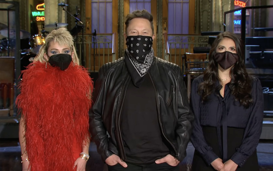 Илон Маск появился в черной бандане в рекламных роликах шоу Saturday Night Live
