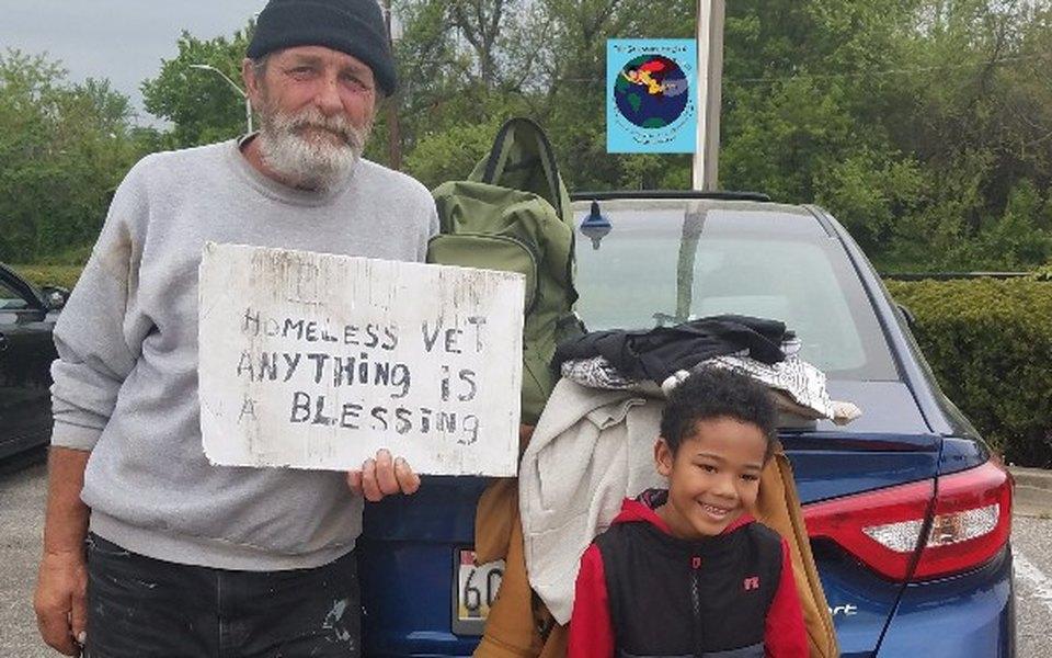 Восьмилетний мальчик помог почти 3 тысячам бездомных ветеранов