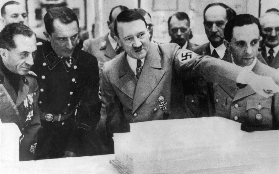 Рукописи речей Гитлера продали нааукционе вГермании, несмотря накритику со стороны еврейской общины