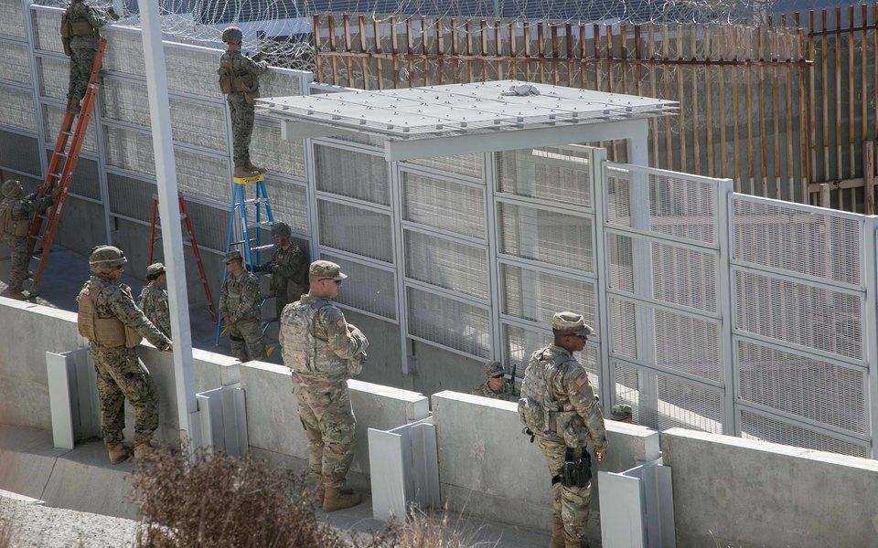 Пентагон выделил Дональду Трампу $1 млрд настроительство стены награнице сМексикой