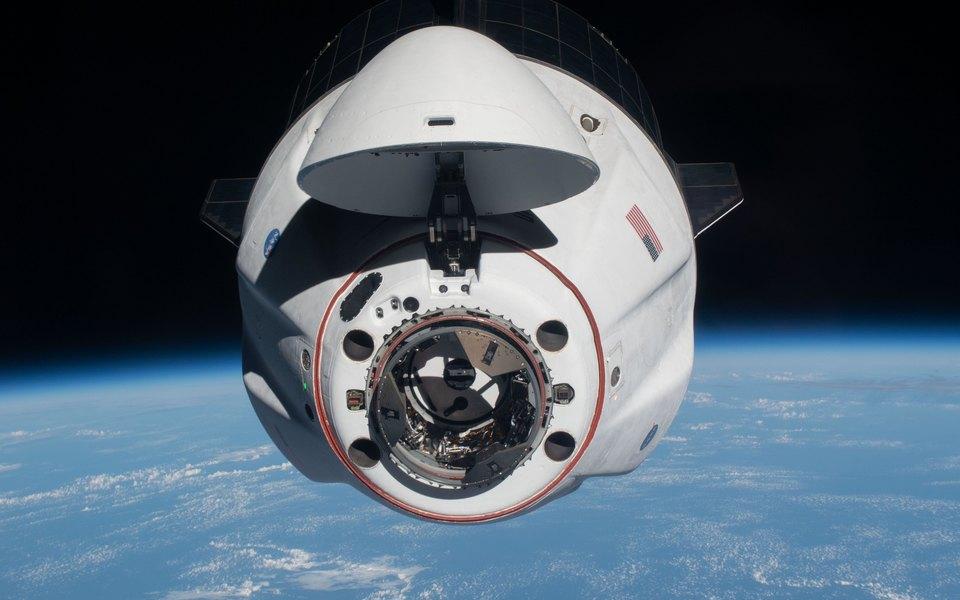 Crew Dragon Илона Маска вернулся наЗемлю. Космический корабль доставил четверых астронавтов