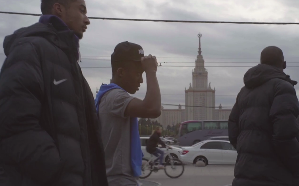 Молодая английская сборная сражается сроссийскими футболистами