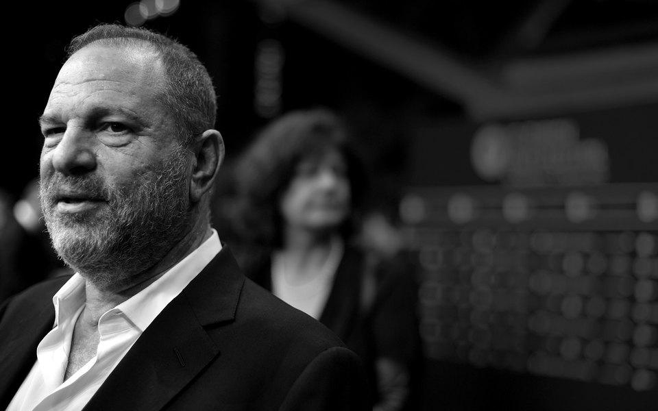 Продюсер Харви Вайнштейн уволен изсобственной компании из-за обвинений всексуальных домогательствах
