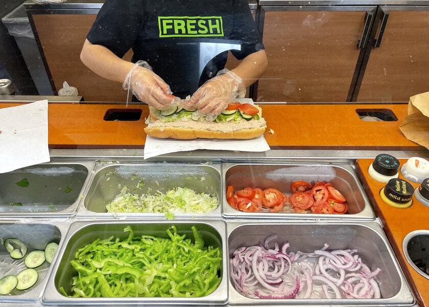«Мы очень гордимся нашим тунцом». Глава Subway опроверг данные о сэндвиче, в котором NYT не нашла рыбы