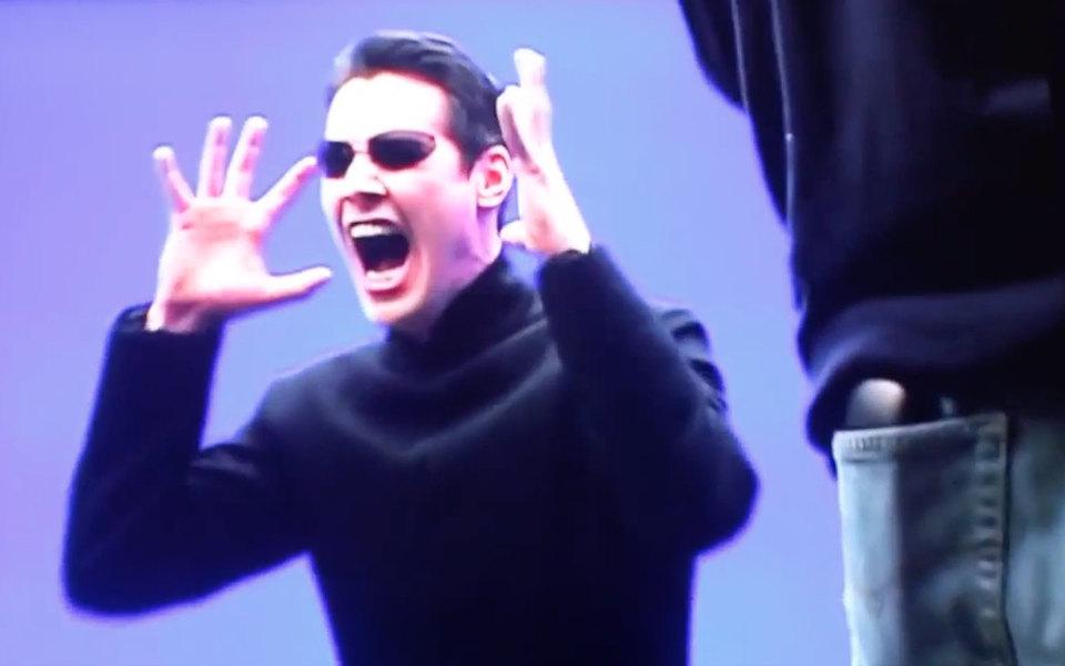 Редкие кадры со съемок «Матрицы»: Киану Ривз очень выразительно кричит иругается