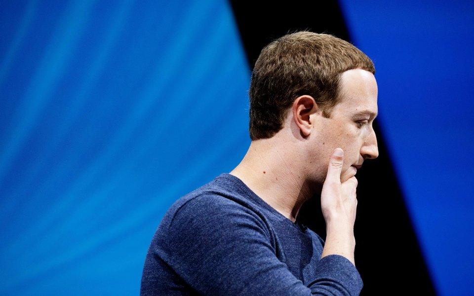 Акции Facebook обвалились почти начетверть. Марк Цукерберг потерял 16,8 млрд долларов