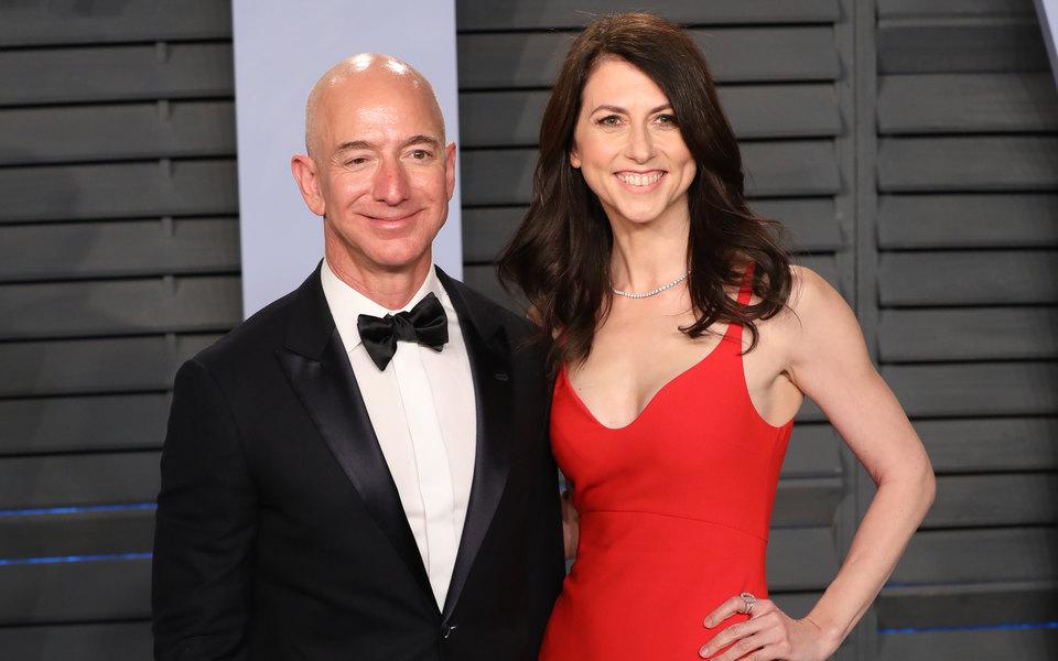 Основатель Amazon Джефф Безос развелся сженой. Он передаст ей акции на38 миллиардов долларов