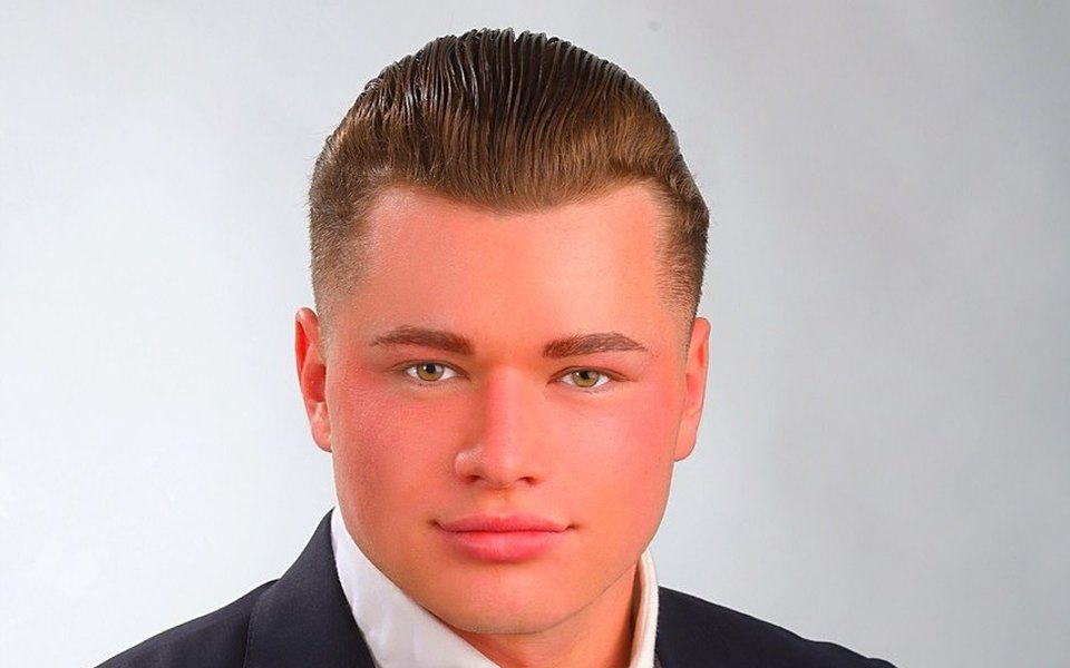 «Отстаиваю свою позицию!»: кировский депутат заявил вполицию из-за мема проего ухоженную внешность