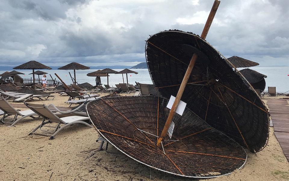 В Греции из-за шторма погибли шесть туристов. Среди них были двое россиян