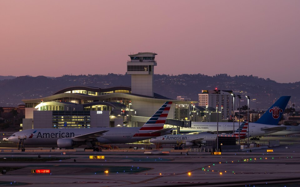 Авиакомпания American Airlines предложила пассажирам некоторых рейсов 30 минут бесплатного TikTok во время полета