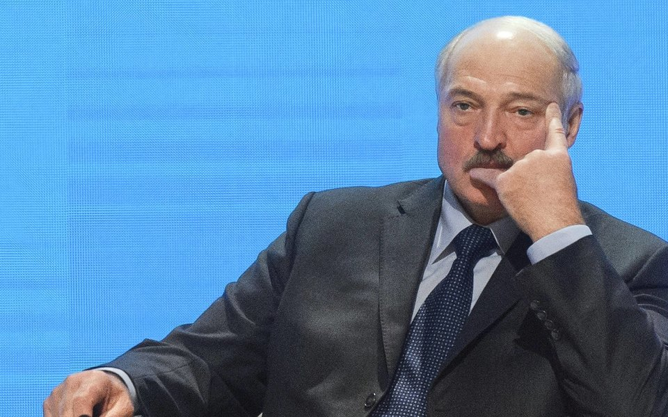 «Я стою передвами наколенях впервые вжизни»: Александр Лукашенко пришел намитинг вМинске. Главное изречи президента