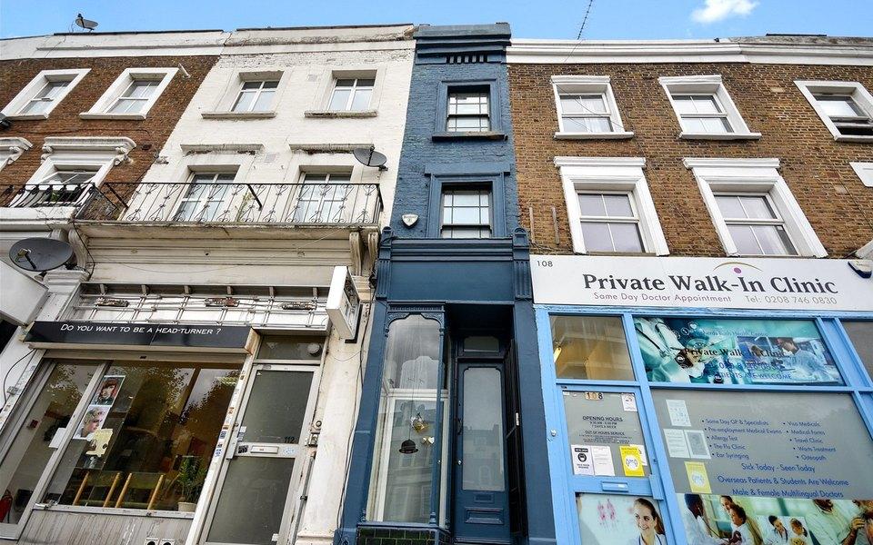 В Лондоне выставили напродажу самый узкий дом вАнглии. Он меньше 2 метров вширину
