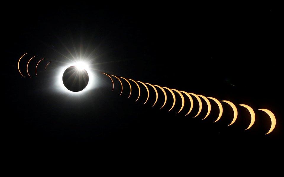 Как выглядело полное солнечное затмение сЗемли ииз космоса