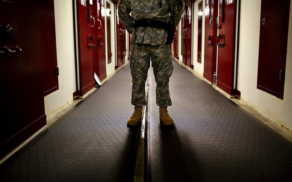 Каково это — быть надзирателем изаключенным втюрьме Гуантанамо