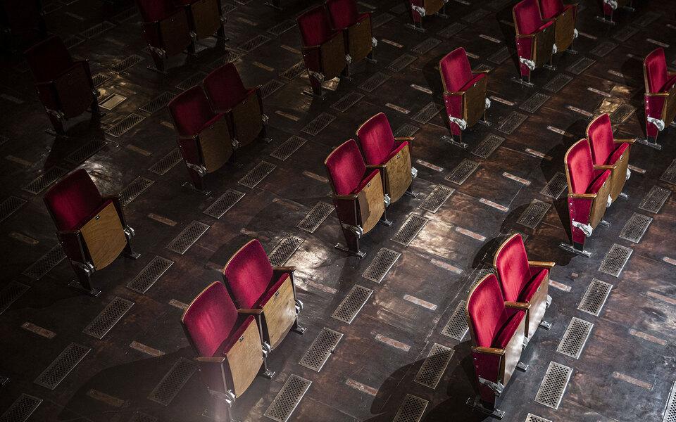 Театральный уик-энд: 5 спектаклей, которые стоит посмотреть онлайн впоследние выходные весны