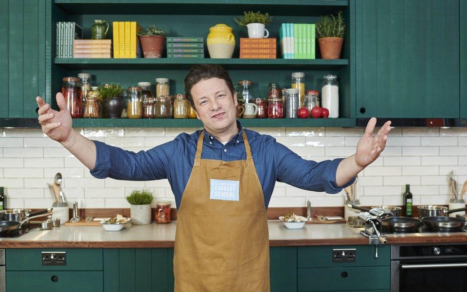 На Даниловском рынке вМоскве открылась первая вРоссии кулинарная школа Джейми Оливера