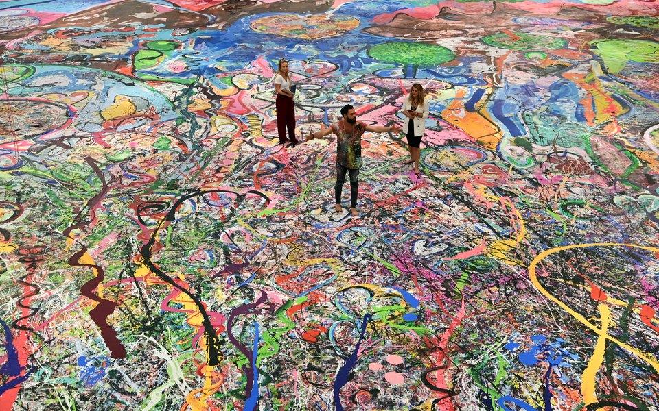 Самую большую в мире картину продали на аукционе за $62 миллиона